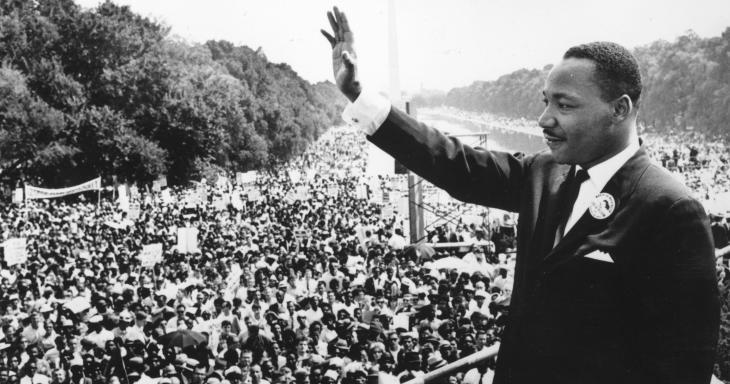 MLK waving to crowd