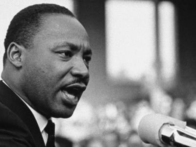 MLK giving speech